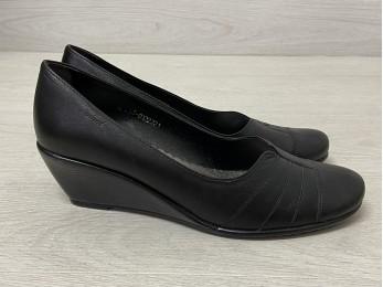 Туфлі жіночі чорні шкіра батал (923)